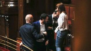 Salvini bloccato dai commessi in tribuna