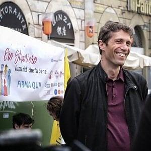 """Legge Bossi-Fini: la raccolta di firme per abolirla: """"Ero straniero - L'umanità che fa bene"""""""