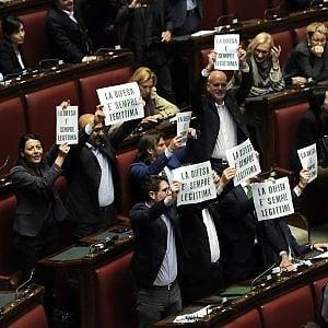 """Legittima difesa, l'indignazione sui social: """"Norme ridicole"""". E il Pd fa marcia indietro, Ermini: """"Togliamo la parola notte"""""""