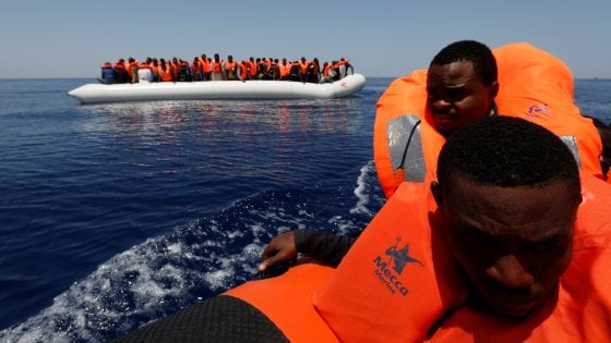 """Ue, Juncker: """"Sulla crisi migratoria l'Italia ha salvato l'onore dell'Europa"""""""