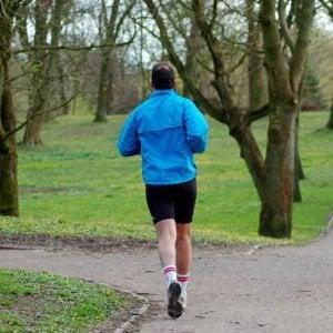 """Attività fisica, 100 minuti a settimana per """"sfiammare"""" l'organismo e vivere di più"""