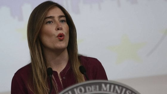 """Governo, la circolare Boschi: """"Ora controllo io ogni atto"""". Ma tra i ministri è rivolta"""