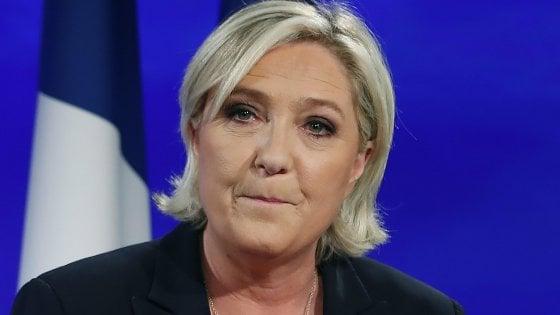 """Le Pen sconfitta ma per il Front National risultato storico: """"Ora cambiare"""", anche il nome"""