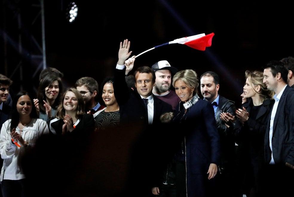 Elezioni Francia, Macron, Brigitte, i figli e gli amici: ecco la nuova famiglia presidenziale