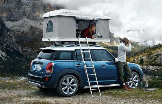 La Mini con la casetta sul tetto