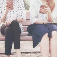 Dipendenza da smartphone: le donne sono più a rischio
