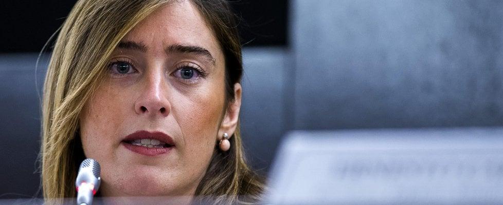 """De Bortoli: """"Boschi chiese a Unicredit di comprare Banca Etruria"""". Ma lei smentisce: """"Ennesima campagna di fango"""""""