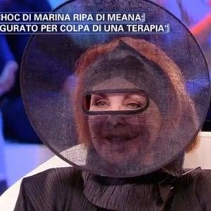La confessione di Marina Ripa di Meana in tv: quel velo e la sfida pop al male