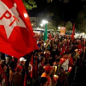 Brasile, scandalo corruzione: Lula davanti al giudice Moro. Migliaia di sostenitori in piazza