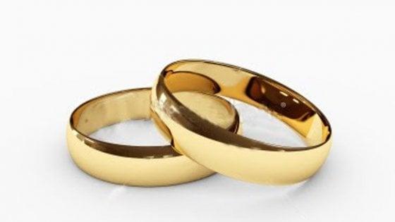 Divorzio, Cassazione: criterio per assegno è autosufficienza e non tenore di vita