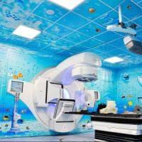 Un acquario pieno di luce nel bunker di radioterapia a Salerno