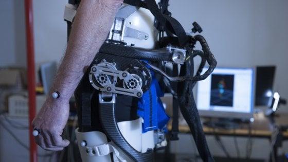 Un esoscheletro per non cadere: ecco il robot che aiuta gli anziani