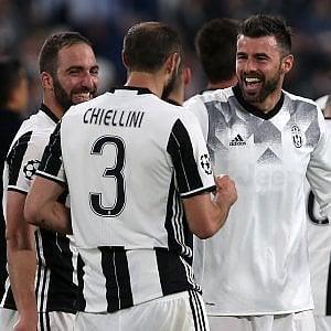 Juventus, Barzagli: ''E' l'anno della nostra consacrazione''. Emergenza a centrocampo, out anche Marchisio