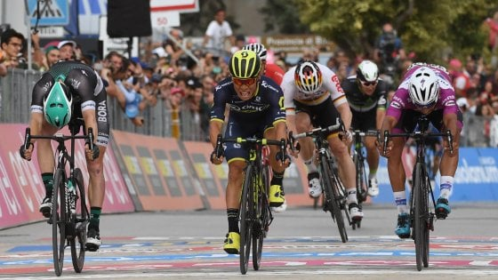 Giro d'Italia, Ewan batte Gaviria: Jungels resta in maglia rosa