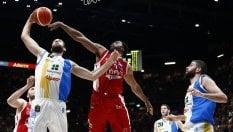 Basket, play-off Serie A: Capo d'Orlando fa il colpo a Milano, tutto facile per Trento