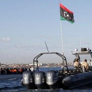 Salvataggi in mare, e ora la guardia costiera libica riporta i migranti a Tripoli