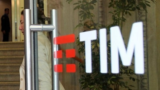 Tim, telemarketing illecito verso due milioni di ex clienti