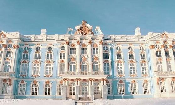 Al Palazzo arriva Kerenskij. E dà ordini allo Zar