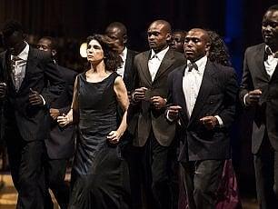 """'AfricaBar', i migranti a teatro diventano attori: """"Una soglia divide la quotidianità"""""""