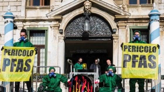 Acque contaminate, il Veneto indaga. Greenpeace: più di 800mila potenzialmente esposti a Pfas