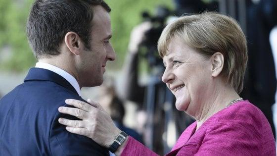"""Macron e Merkel: """"I trattati europei si possono cambiare, se necessario"""""""