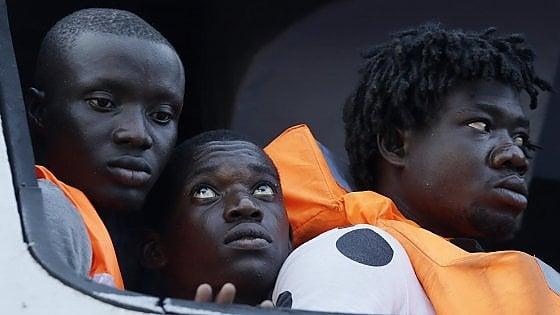 Migranti, commissione Difesa: stop a corridoi umanitari delle Ong