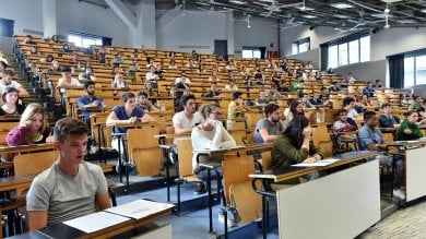 Università, la metà dei laureati italiani  pronta ad andare a lavorare all'estero