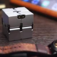 Infinity Cube, l'antistress che ricorda Rubik