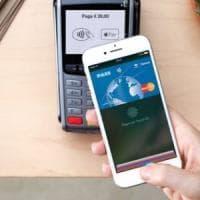 Contanti addio, ora la spesa si paga anche con lo smartphone
