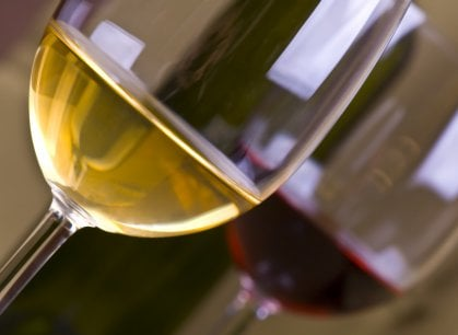 Bere meno per bere meglio: gli italiani e il vino raccontati dal Censis