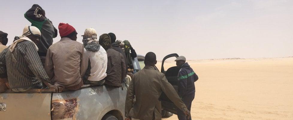 """Migranti, dal Niger alla Libia viaggio nell'orrore : """"Noi africani torturati e ridotti in schiavitù"""""""