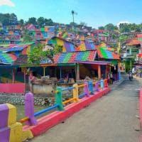 Indonesia, villaggio arcobaleno strega Instagram