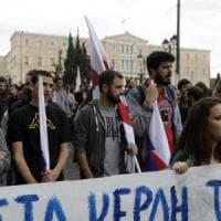 La Grecia alla svolta sul salvataggio. Atene in piazza contro la nuova austerità