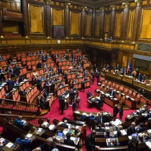 """Reato di tortura, terzo ok dal Parlamento, il Senato rimanda alla Camera. Il no del primo firmatario Manconi: """"Testo stravolto"""""""
