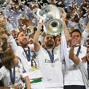 Rivoluzione in Coppa: torna la premiazione in campo per Champions ed Europa League