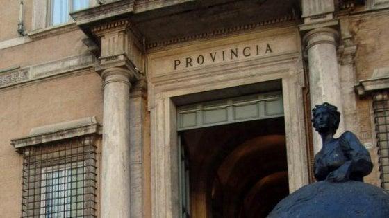 "Manovra, 33 deputati Pd: moltiplicare fondi Province. Renzi: ""Aiuteremo"""