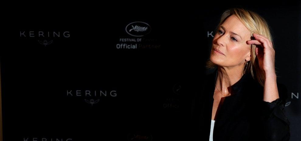 """Cannes, Robin Wright: """"Trump ci ha rubato l'idea per 'House of Cards 6' e io spero in Michelle"""""""