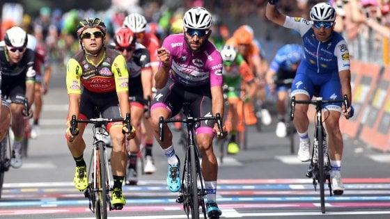 Giro d'Italia, Gaviria fa tris allo sprint: Dumoulin resta in rosa
