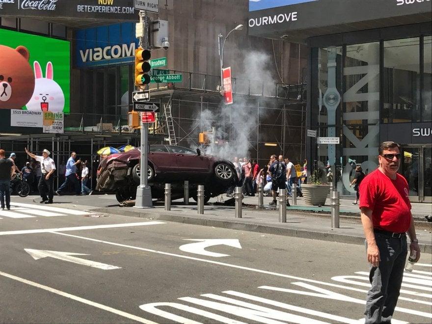 Usa, auto su folla a Times Square: le prime immagini