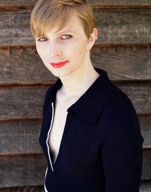 """Usa, Chelsea Manning condivide la sua prima foto dopo la liberazione: """"Eccomi qui"""""""