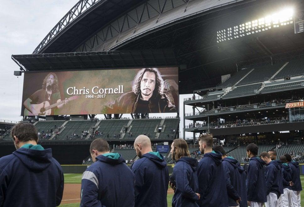 Seattle, la sua città saluta Chris Cornell: fiori, canti e quel parco che ispirò i Soundgarden