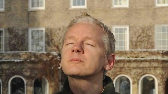 """Assange, Svezia archivia accusa di stupro. Fondatore Wikileaks: """"Non perdono né dimentico"""""""