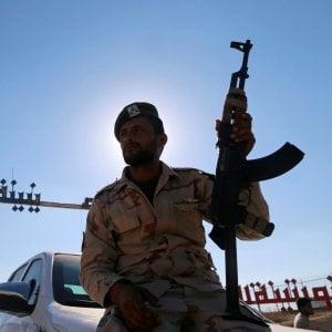 """Libia, battaglia in una base del sud. """"Uccisi 141 soldati di Haftar"""""""