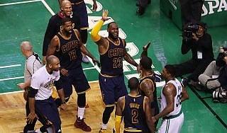 Basket, playoff Nba: Cleveland schianta Boston, Finals ad un passo