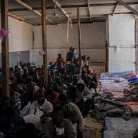 Libia, la vita d'inferno dei rifugiati e migranti detenuti a Tripoli