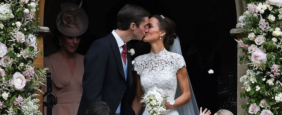 Gb, il matrimonio 'quasi reale' di Pippa: il sì a James Matthews tra paggetti e principesse