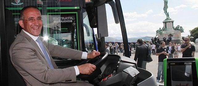 """In edicola questa settimana  Mazzoncini e la sfida delle Fs: """"Più treni, la Cina e poi i negozi"""""""