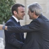 """Gentiloni-Macron per l'Europa dell'unione fiscale. Il presidente francese: """"Migranti,..."""