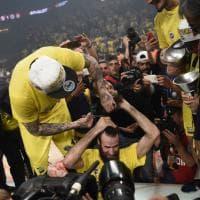 Basket, Eurolega: trionfo di Fenerbahce e Datome. E a Gigi vengono tagliati i capelli