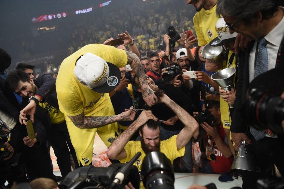 Basket, Eurolega: trionfo di Fenerbahce e Datome. E a Gigi ...